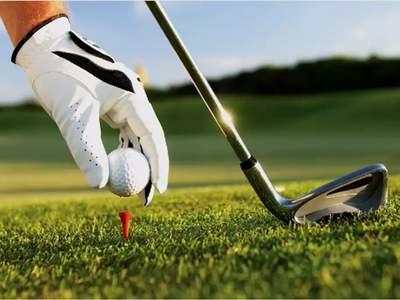 Burns grabs PGA lead at Riviera with closing birdie binge