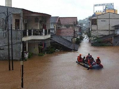 Floods cripple Indonesia's capital