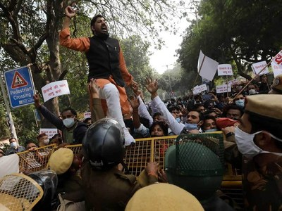 Protesting Indian farmers vow to amass more supporters outside capital Delhi