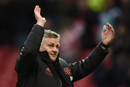 Solskjaer not giving up hope of catching Man City