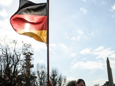 German business confidence improves