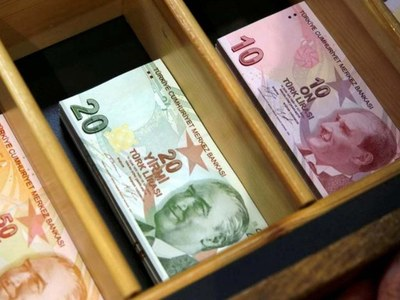 Turkish lira rises after dipping during overnight trade