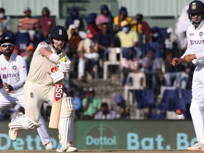England suffer early blows in India pink-ball Test