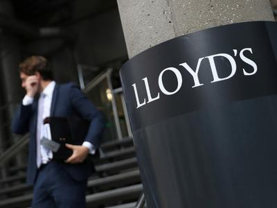 UK bank Lloyds logs profit slump on virus hit