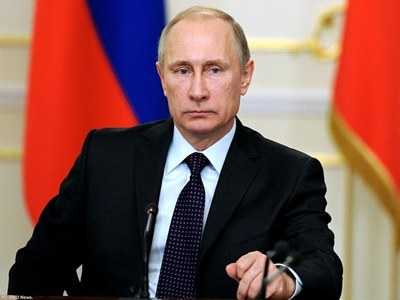 Putin accuses West of wanting to 'shackle' Russia