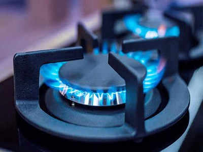 US natural gas futures fall on warmer weather