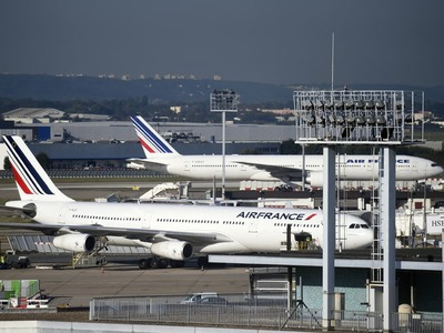 Short squeeze boosts Air France KLM as travel stocks fly