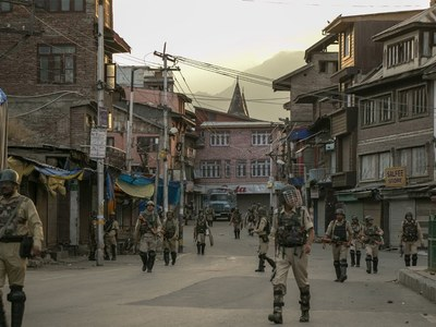 Arrival of 'sticky bombs' in IIOJK sets off alarm bells