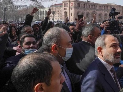 Rival rallies due in Armenia as crisis deepens