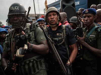 Militants attack UN base in Nigeria, trapping 25 aid workers
