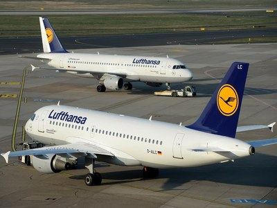 Lufthansa posts record annual loss, sees long recovery