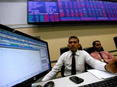 Sri Lankan shares fall with world markets; cenbank holds rates