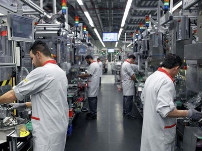 US factory orders surge, but business spending on equipment slowing