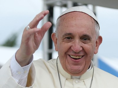 Pope urges Iraqis to shun past violence and give peace a chance