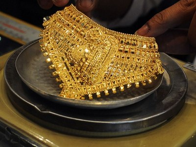 Gold prices show falling trend