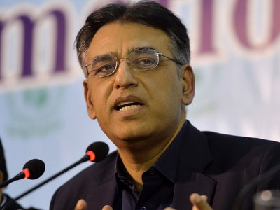 Asad Umar stresses early auction of 3G, 4G licenses in GB