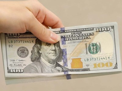 Dollar dips following inflation data, US Treasury auction