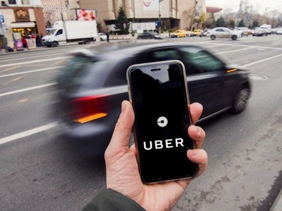 Uber grants UK drivers worker status in world first