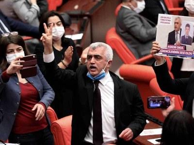 EU condemns move to ban Turkey pro-Kurdish party