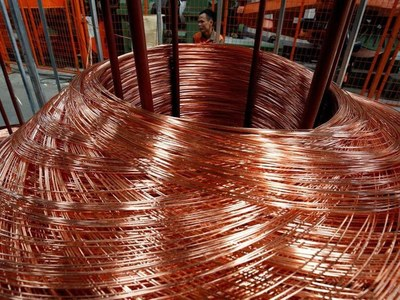 Copper falls as dollar firms on higher US yields