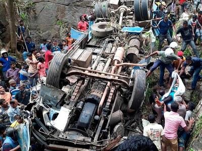 Bus crash kills 14 in Sri Lanka