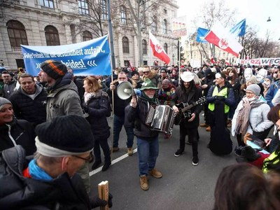 Thousands protest Covid measures in Switzerland