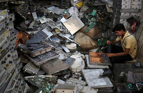 Big Tech backs plan to tackle e-waste crisis