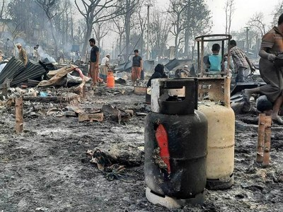 Huge blaze at Rohingya camp in Bangladesh kills 15, leaves 400 missing