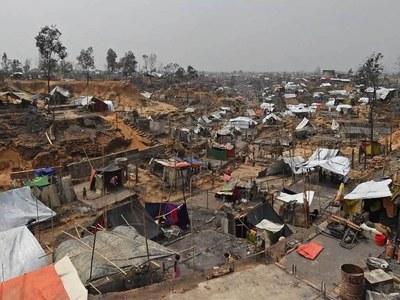 Bangladesh defends use of fences after Rohingya camp blaze
