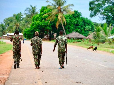 Mozambique soldiers 'pursuing' insurgents in key town