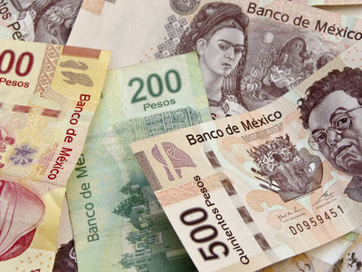 Mexican peso outperforms with cental bank decision on tap; Petrobras falls