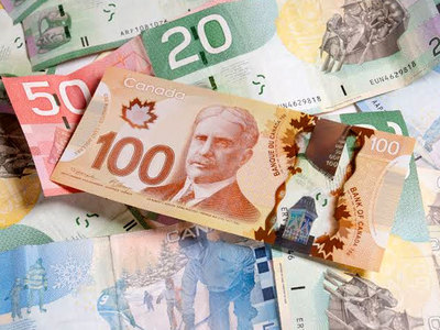 Canadian dollar hits 2-week low as wider yield spreads weigh