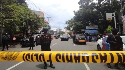 One dead, nine wounded in a suspected suicide blast outside Indonesian church