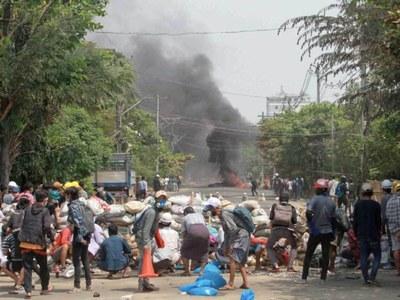 US suspends Myanmar trade pact after bloodiest weekend