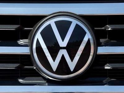 'Das Auto' goes electric as VW takes on Tesla