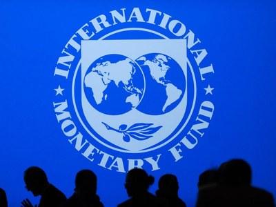 IMF sees global economy improving despite uncertainties