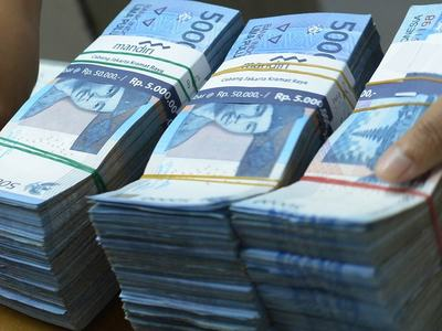 Indonesia's rupiah at near 5-mth low as US bond yields rise