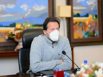PM Imran chairs NCC meeting over COVID-19, says can't afford lockdown