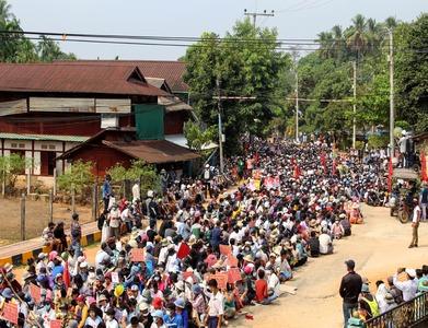 Myanmar protesters defy crackdown, five killed; junta hunts critics