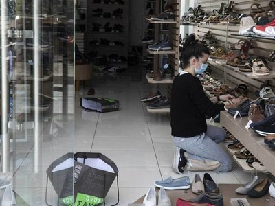 Greece reopens shops despite high infection rate