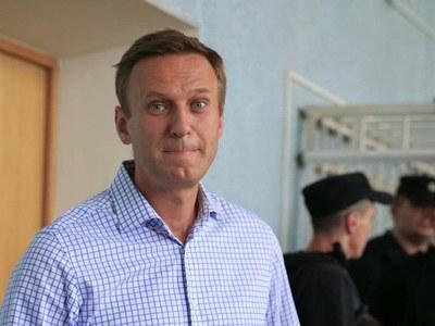 Navalny says continuing hunger strike despite cough, fever