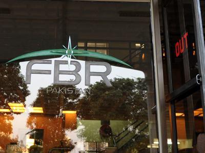 Shaukat Tarin visits FBR