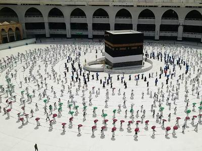'Immunised' Muslim pilgrims in Mecca as Ramadan begins