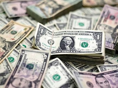 Dollar at three-week low on tamped down fears over inflation