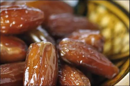 Saudi Arabia gifts 100 tonnes of dates to Pakistan