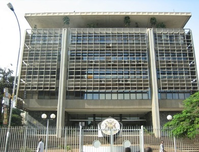Uganda central bank holds rates as recovery takes hold
