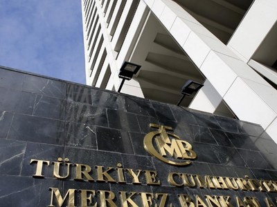 Turkish central bank holds rates, drops policy pledge under new chief