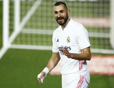 Benzema scores twice as Real Madrid cast aside Cadiz