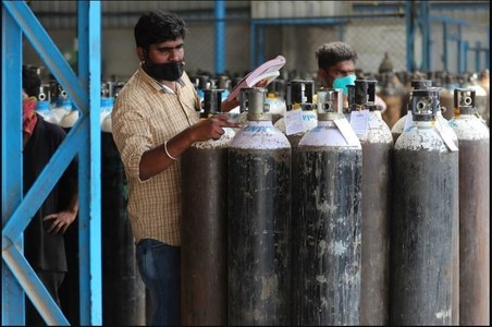 Pakistan may face oxygen shortage, warns producers as COVID-19 third-wave sweeps the country