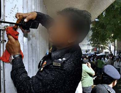 Over 100 shops sealed, 300 shopkeepers arrested